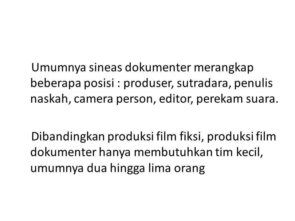 Umumnya sineas dokumenter merangkap beberapa posisi : produser, sutradara, penulis naskah, camera person, editor, perekam suara.