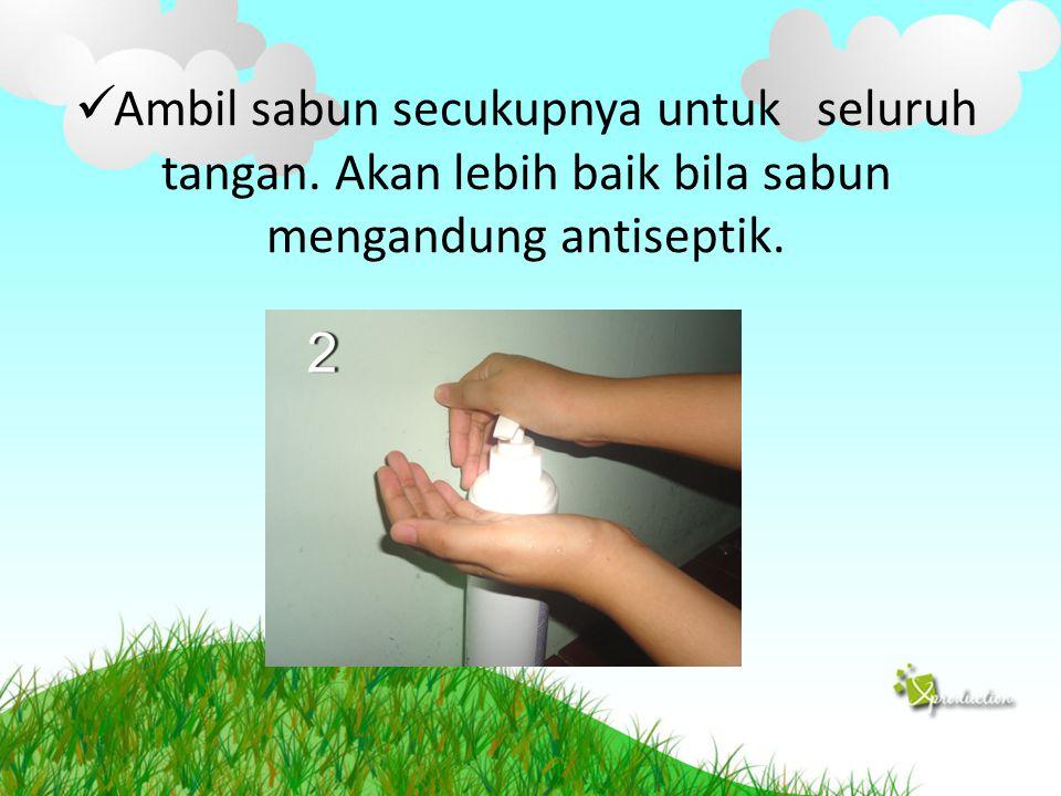 Ambil sabun secukupnya untuk seluruh tangan