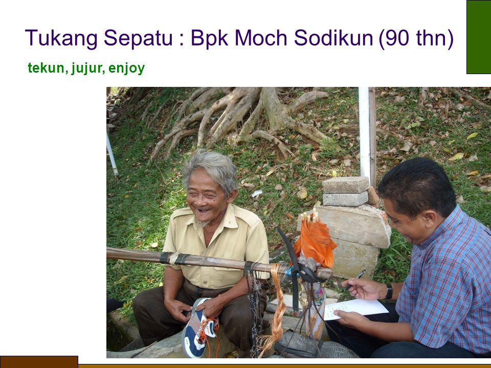 Tukang Sepatu : Bpk Moch Sodikun (90 thn)