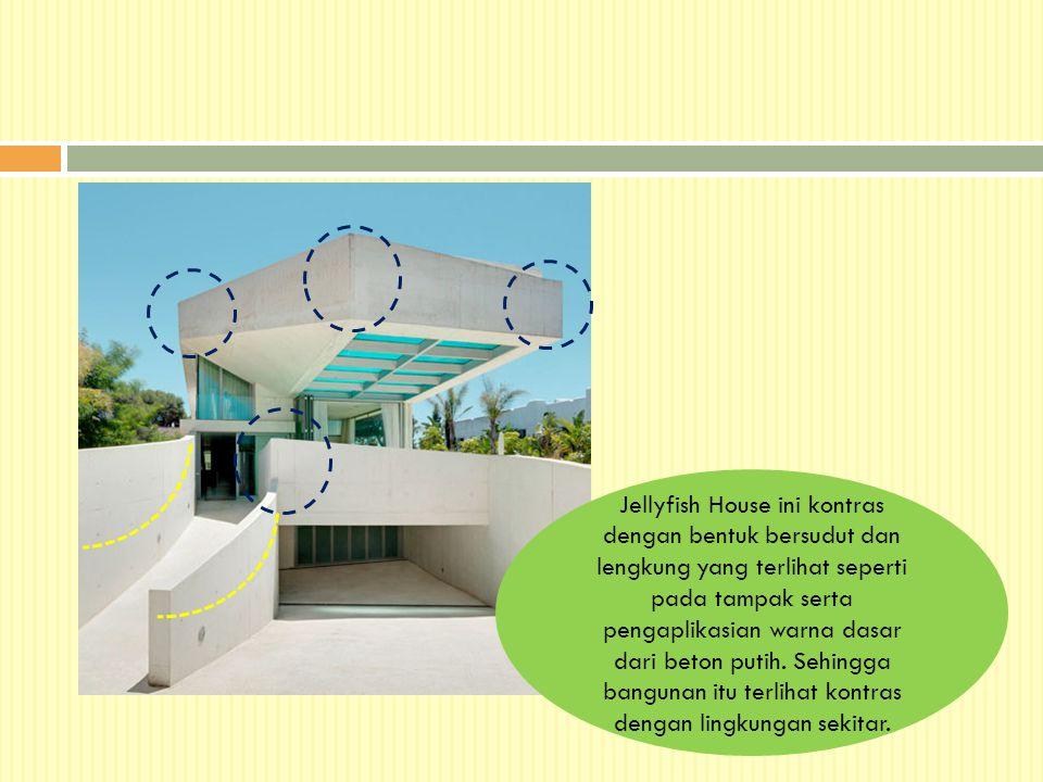 Jellyfish House ini kontras dengan bentuk bersudut dan lengkung yang terlihat seperti pada tampak serta pengaplikasian warna dasar dari beton putih.