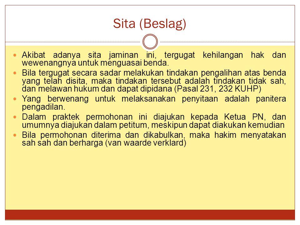 Sita (Beslag) Akibat adanya sita jaminan ini, tergugat kehilangan hak dan wewenangnya untuk menguasai benda.
