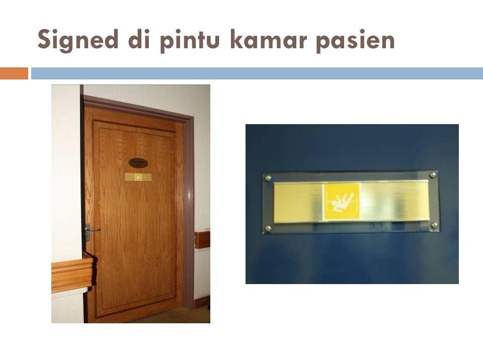 Signed di pintu kamar pasien