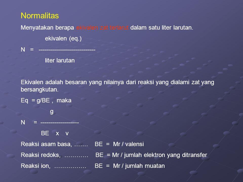 Normalitas Menyatakan berapa ekivalen zat terlarut dalam satu liter larutan. ekivalen (eq.) N = ----------------------------
