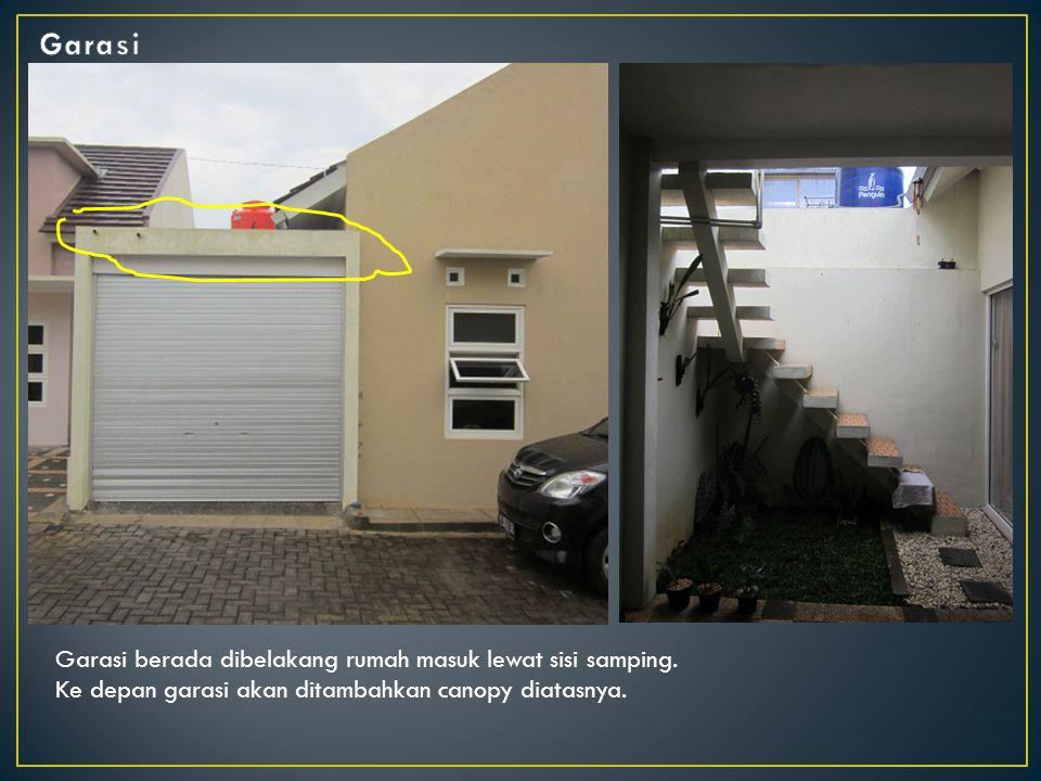 Garasi Garasi berada dibelakang rumah masuk lewat sisi samping.