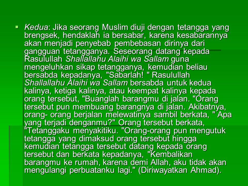 Kedua: Jika seorang Muslim diuji dengan tetangga yang brengsek, hendaklah ia bersabar, karena kesabarannya akan menjadi penyebab pembebasan dirinya dari gangguan tetangganya.