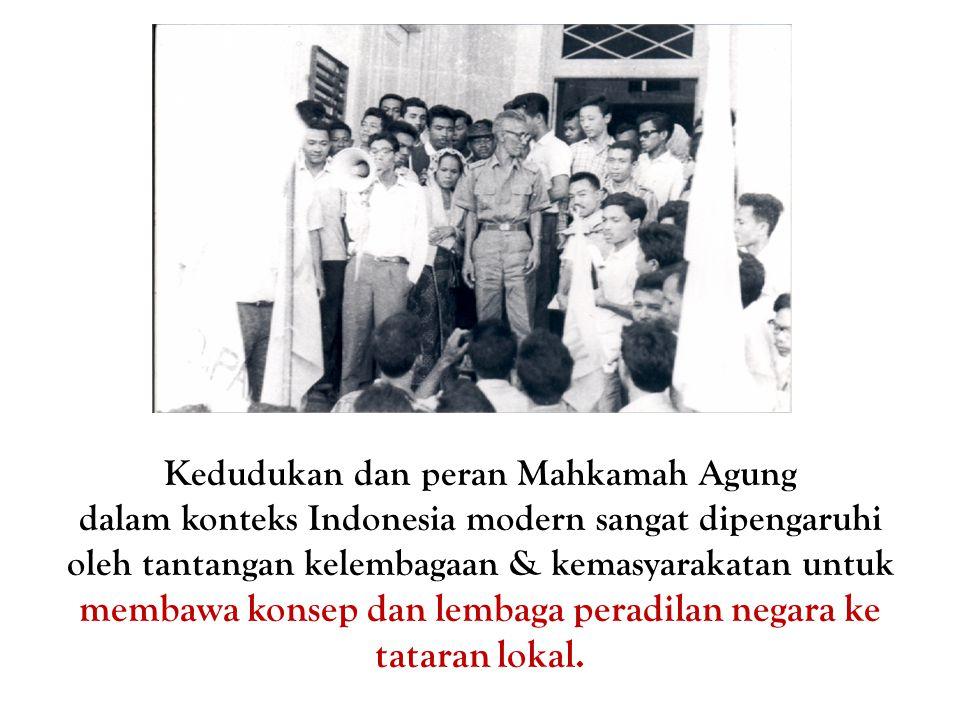 Kedudukan dan peran Mahkamah Agung dalam konteks Indonesia modern sangat dipengaruhi oleh tantangan kelembagaan & kemasyarakatan untuk membawa konsep dan lembaga peradilan negara ke tataran lokal.