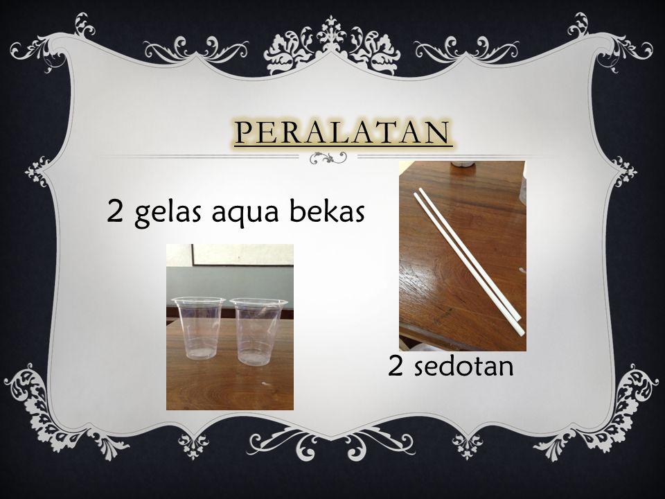 Peralatan 2 gelas aqua bekas 2 sedotan