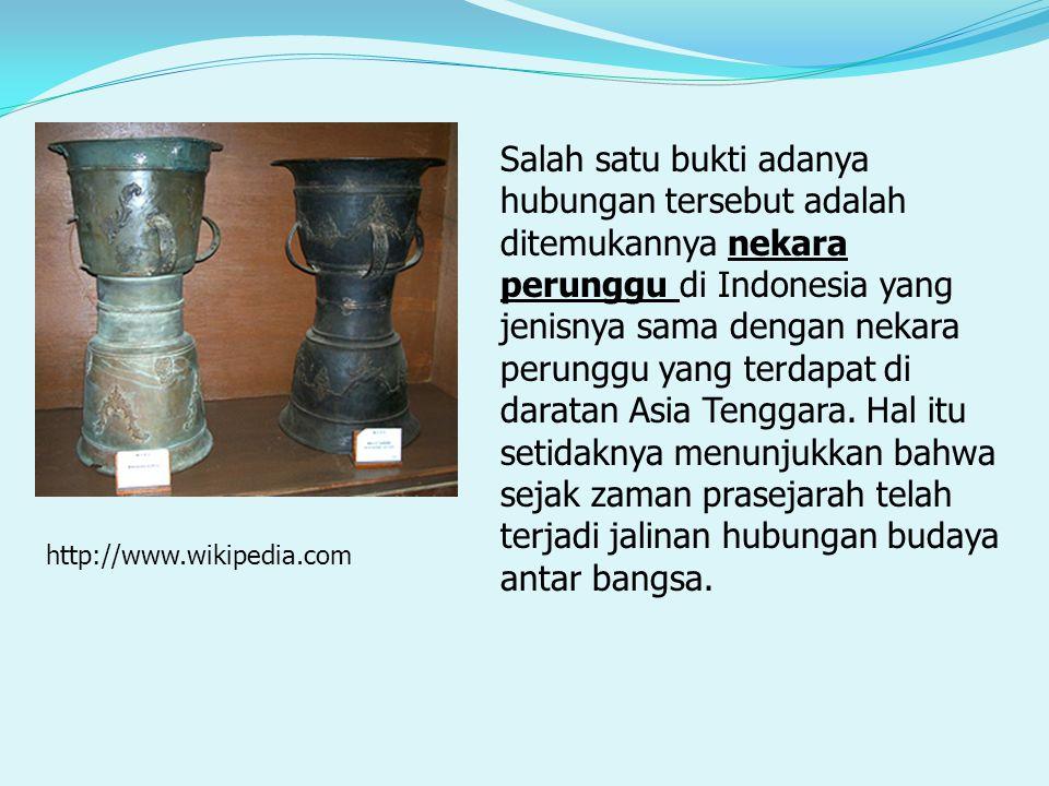 Salah satu bukti adanya hubungan tersebut adalah ditemukannya nekara perunggu di Indonesia yang jenisnya sama dengan nekara perunggu yang terdapat di daratan Asia Tenggara. Hal itu setidaknya menunjukkan bahwa sejak zaman prasejarah telah terjadi jalinan hubungan budaya antar bangsa.