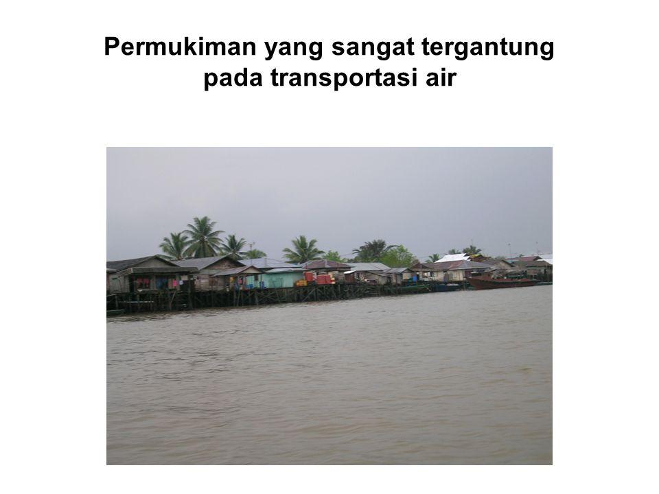 Permukiman yang sangat tergantung pada transportasi air
