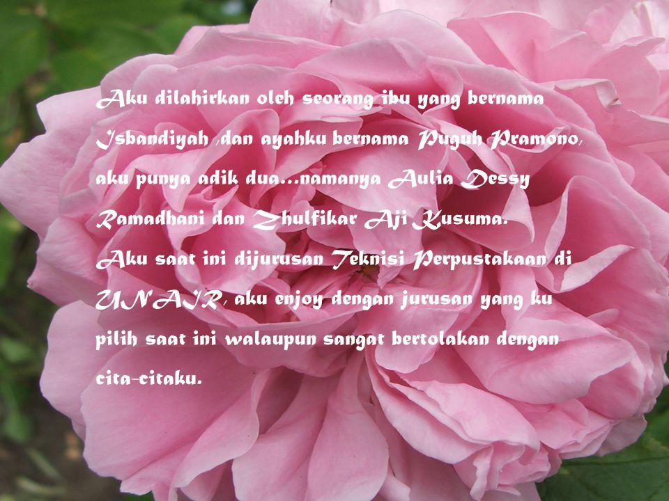 Aku dilahirkan oleh seorang ibu yang bernama Isbandiyah ,dan ayahku bernama Puguh Pramono, aku punya adik dua…namanya Aulia Dessy Ramadhani dan Zhulfikar Aji Kusuma.