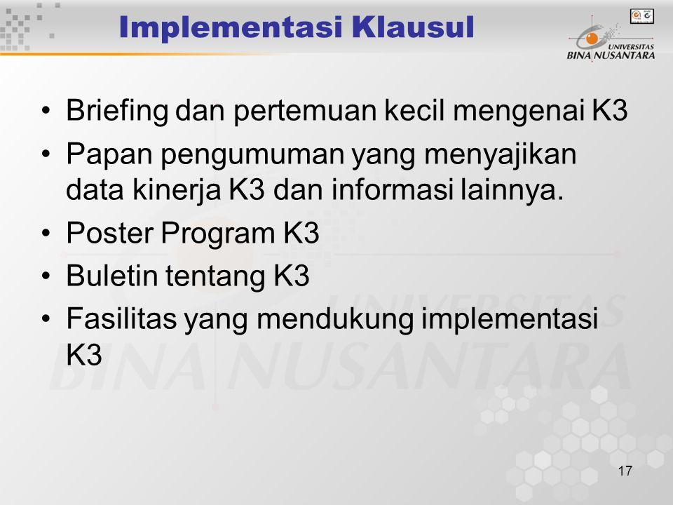 Implementasi Klausul Briefing dan pertemuan kecil mengenai K3. Papan pengumuman yang menyajikan data kinerja K3 dan informasi lainnya.