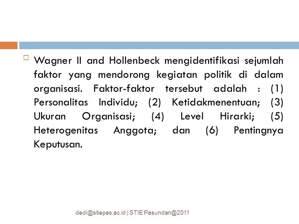 Wagner II and Hollenbeck mengidentifikasi sejumlah faktor yang mendorong kegiatan politik di dalam organisasi. Faktor-faktor tersebut adalah : (1) Personalitas Individu; (2) Ketidakmenentuan; (3) Ukuran Organisasi; (4) Level Hirarki; (5) Heterogenitas Anggota; dan (6) Pentingnya Keputusan.