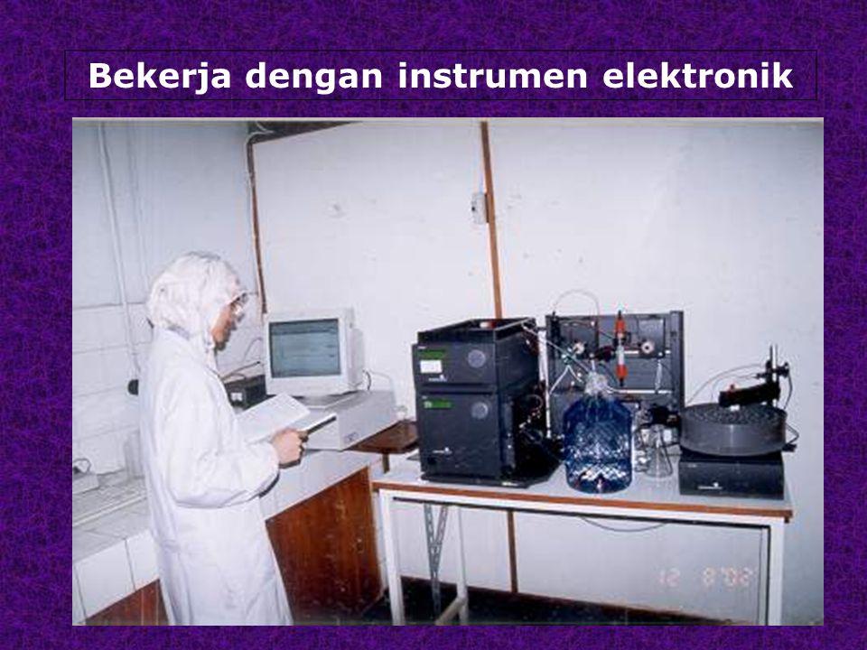 Bekerja dengan instrumen elektronik