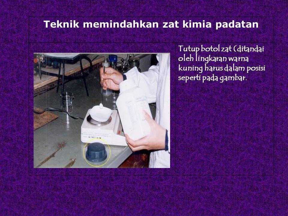 Teknik memindahkan zat kimia padatan