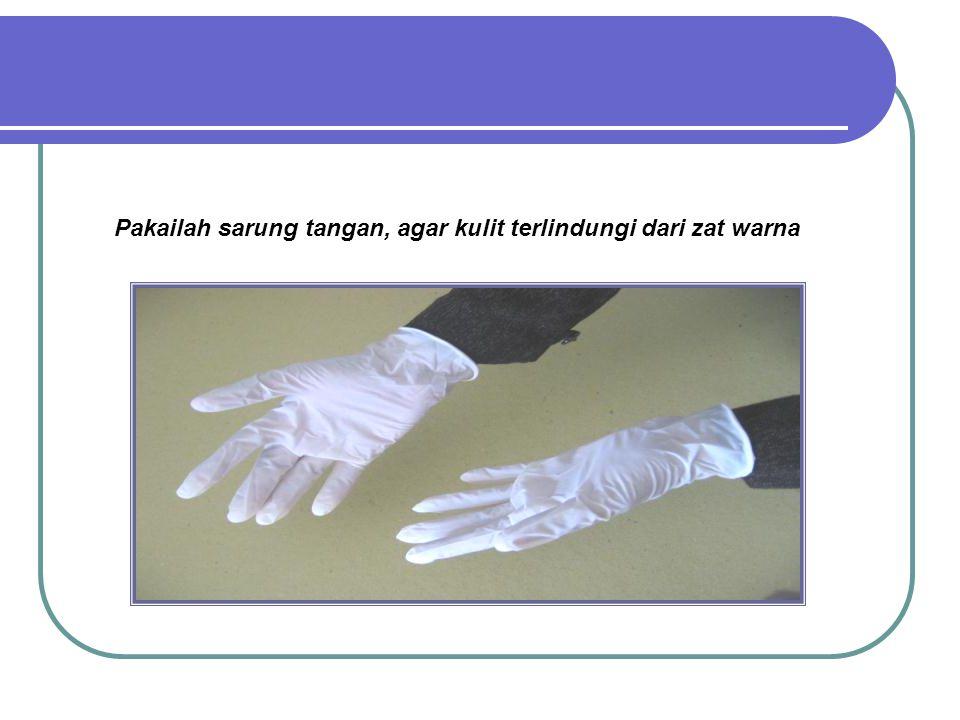 Pakailah sarung tangan, agar kulit terlindungi dari zat warna