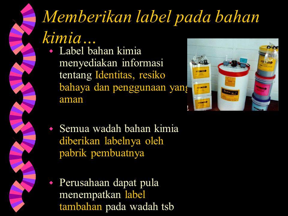 Memberikan label pada bahan kimia…