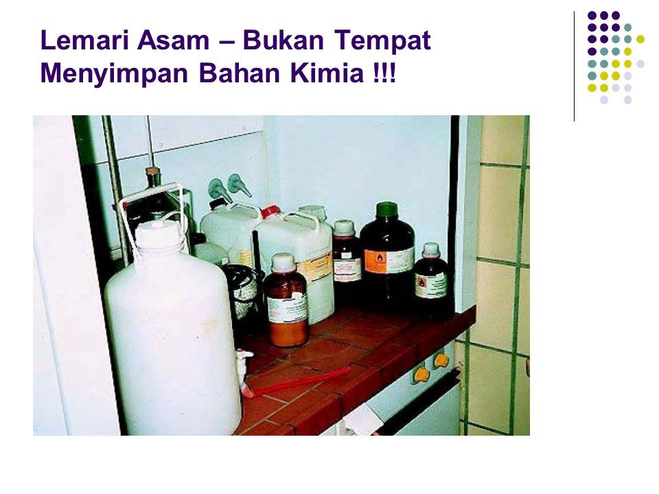 Lemari Asam – Bukan Tempat Menyimpan Bahan Kimia !!!