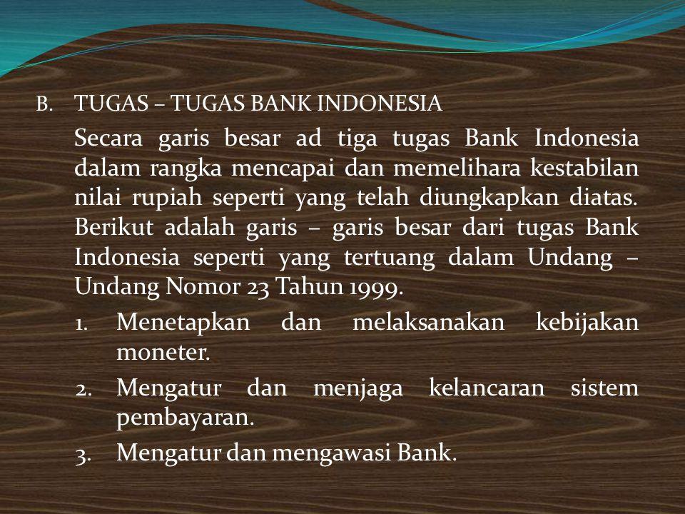 Menetapkan dan melaksanakan kebijakan moneter.