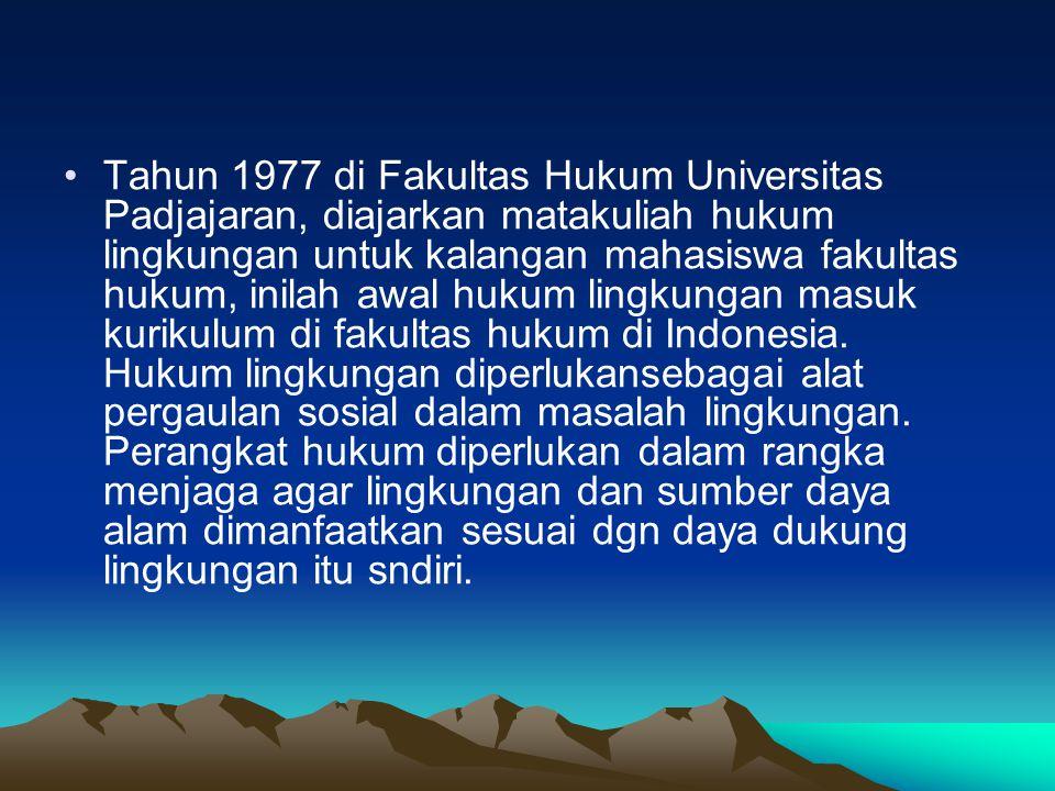 Tahun 1977 di Fakultas Hukum Universitas Padjajaran, diajarkan matakuliah hukum lingkungan untuk kalangan mahasiswa fakultas hukum, inilah awal hukum lingkungan masuk kurikulum di fakultas hukum di Indonesia.