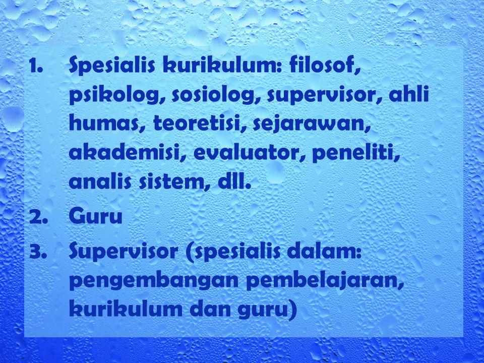 Spesialis kurikulum: filosof, psikolog, sosiolog, supervisor, ahli humas, teoretisi, sejarawan, akademisi, evaluator, peneliti, analis sistem, dll.
