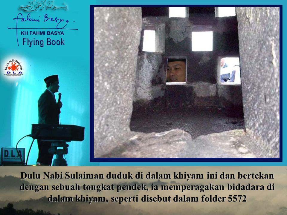 Dulu Nabi Sulaiman duduk di dalam khiyam ini dan bertekan dengan sebuah tongkat pendek, ia memperagakan bidadara di dalam khiyam, seperti disebut dalam folder 5572
