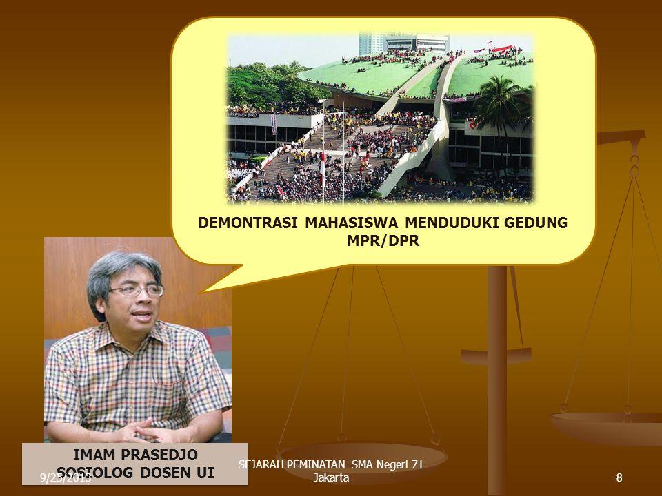 DEMONTRASI MAHASISWA MENDUDUKI GEDUNG MPR/DPR