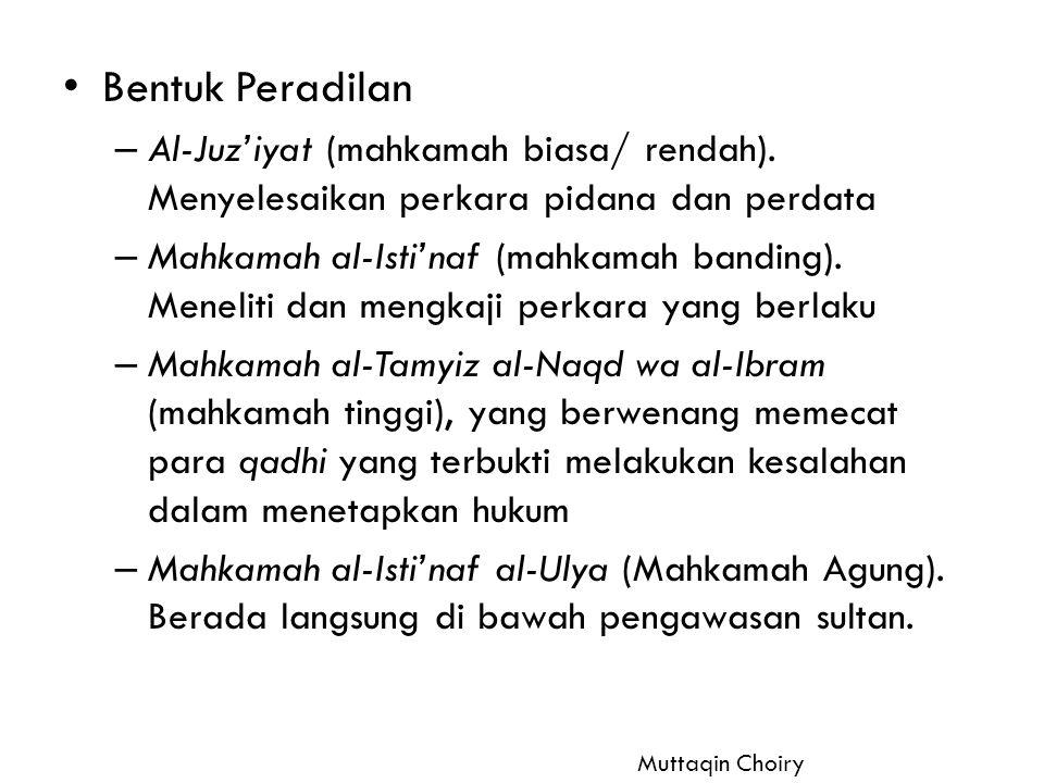 Bentuk Peradilan Al-Juz'iyat (mahkamah biasa/ rendah). Menyelesaikan perkara pidana dan perdata.