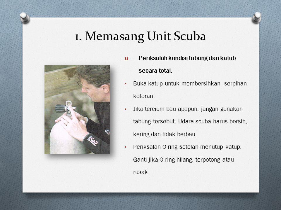 1. Memasang Unit Scuba Periksalah kondisi tabung dan katub secara total. Buka katup untuk membersihkan serpihan kotoran.