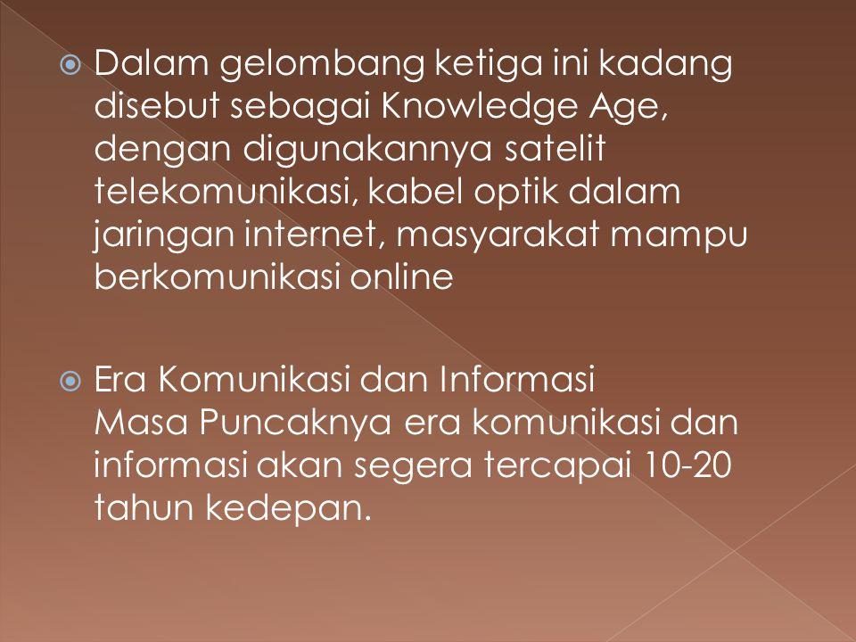 Dalam gelombang ketiga ini kadang disebut sebagai Knowledge Age, dengan digunakannya satelit telekomunikasi, kabel optik dalam jaringan internet, masyarakat mampu berkomunikasi online