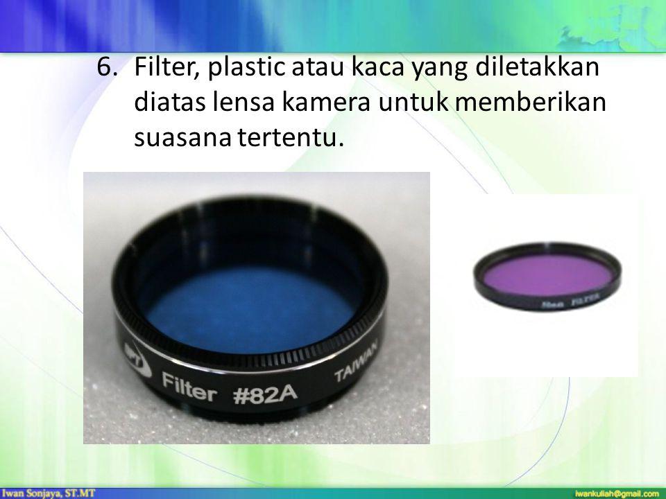 Filter, plastic atau kaca yang diletakkan diatas lensa kamera untuk memberikan suasana tertentu.