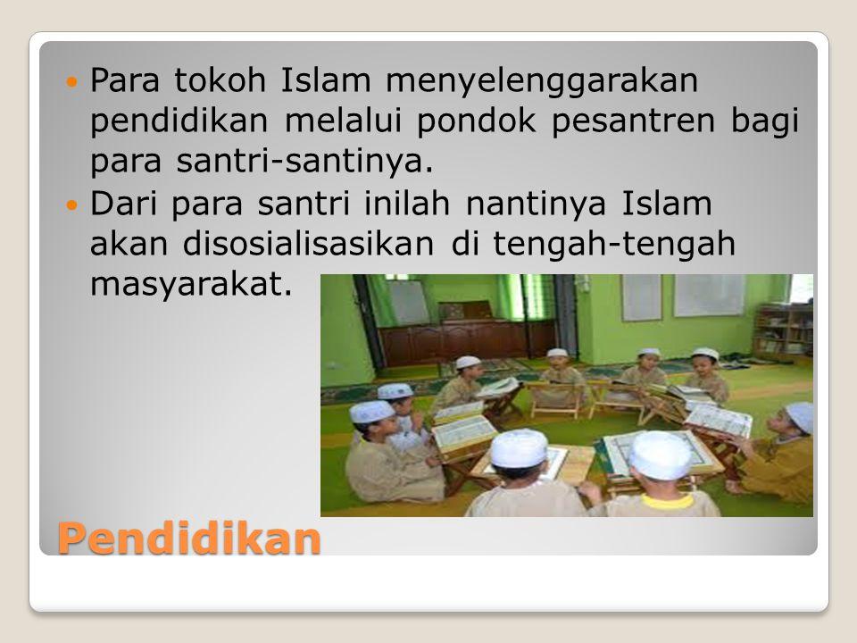 Para tokoh Islam menyelenggarakan pendidikan melalui pondok pesantren bagi para santri-santinya.