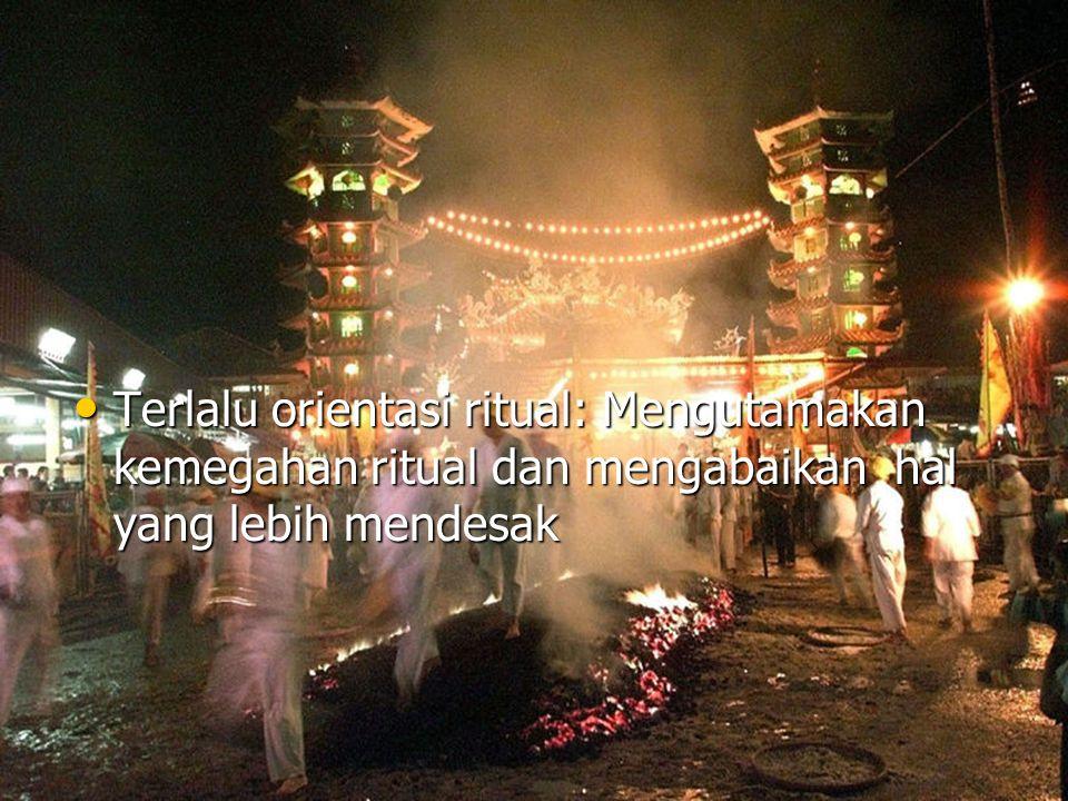 Terlalu orientasi ritual: Mengutamakan kemegahan ritual dan mengabaikan hal yang lebih mendesak