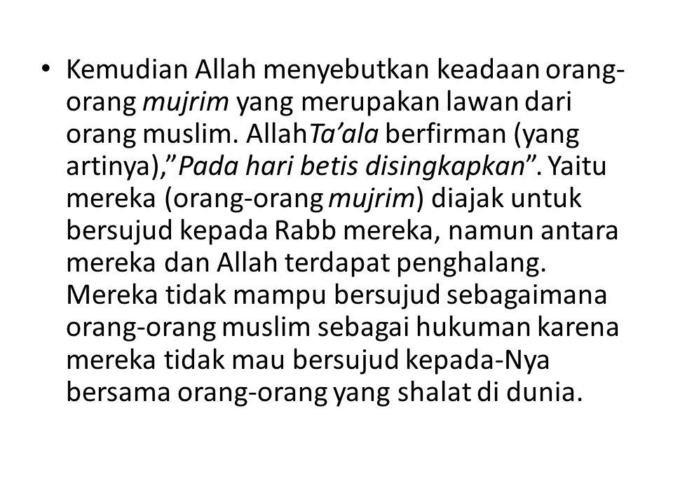 Kemudian Allah menyebutkan keadaan orang-orang mujrim yang merupakan lawan dari orang muslim.